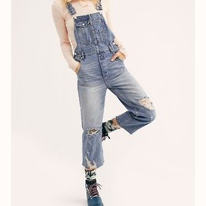 Free people baggy boyfriend overalls jeans 27